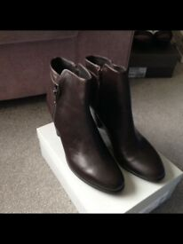 Size 8 Jones brown leather boots