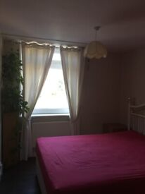 Double Room, convenient location, near station, shops and Leisure Centre - For Rent