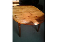 Pine dining table, seats 4, extendable to seat 6.