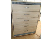 FIVE DRAW CHEST OF DRAWS 38 INCHES HIGH x 27 INCHES WIDE x 15 INCHES DEEP LIGHT PINE COLOUR AS NEW