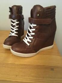 Steve Madden wedge trainers - Size 6