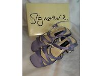 Ladies size 2 shoes, lilac, by Signature, never worn
