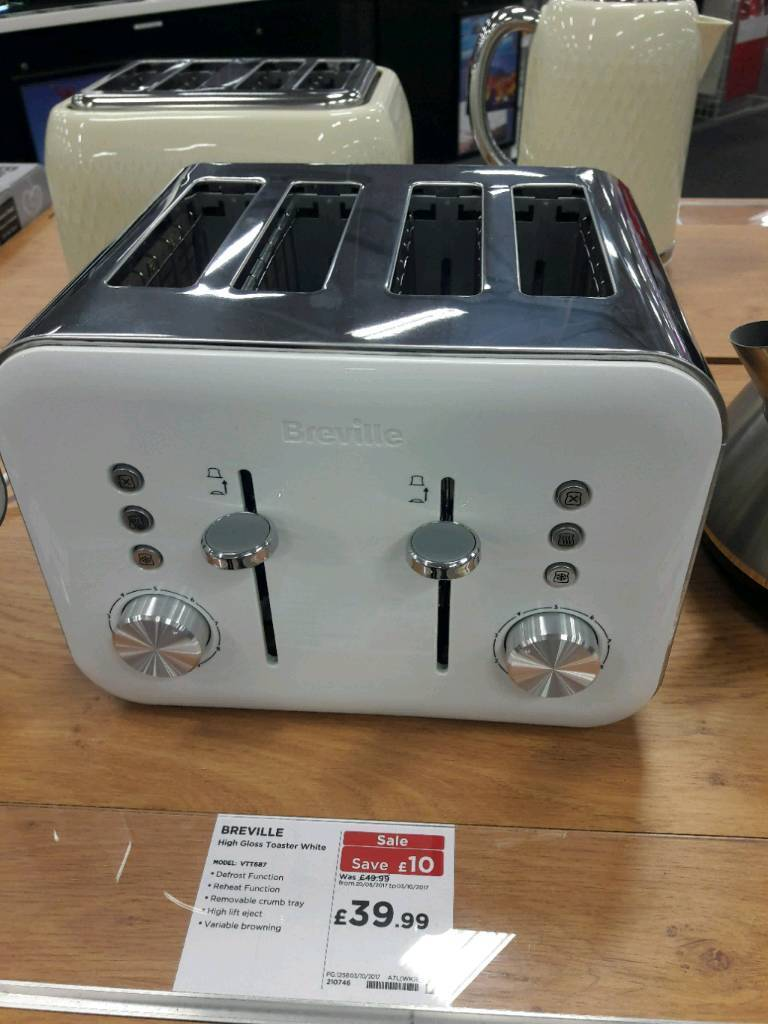 Brand new white high gloss 4slice breville toaster