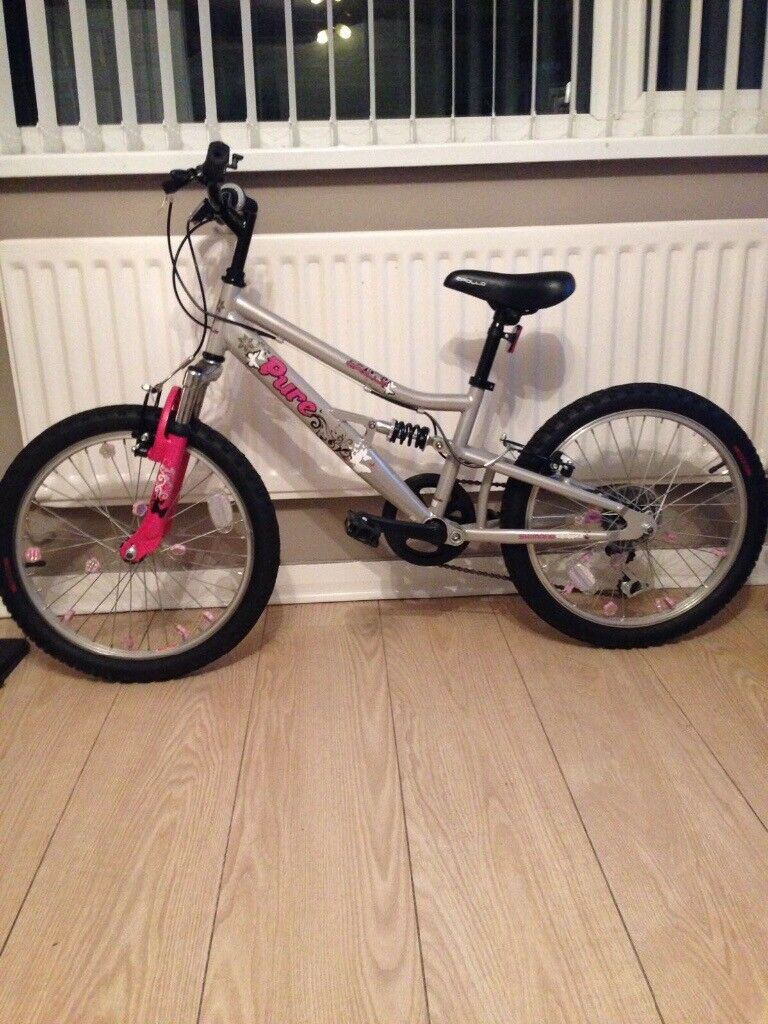 Girls bike for sale - hardly used
