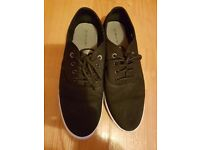 Voi jeans pumps mens size 9, worn once like new.