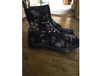 *** Beautiful/Striking Dr Marten Boots - Vegan - NEVER WARN!!!***