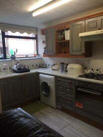 Room to rent in a 3 bedroom big house, only £300 per months + bills