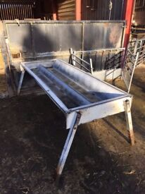 Double cattle feed trough