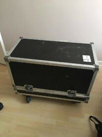 Road case/flight case for speakers