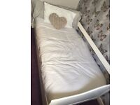 White trundle bed with 2 mattresses
