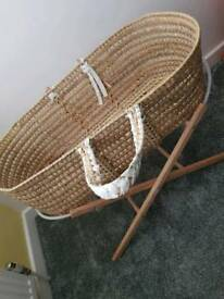 Moses Wicker Basket with Standr