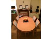 Dining room table + 5 matching seats