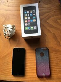 iPhone 5s 16gb boxed with charger and silicone case