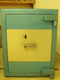Safe - Small key operated safe in good condition