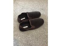 Men's size 9 slippers