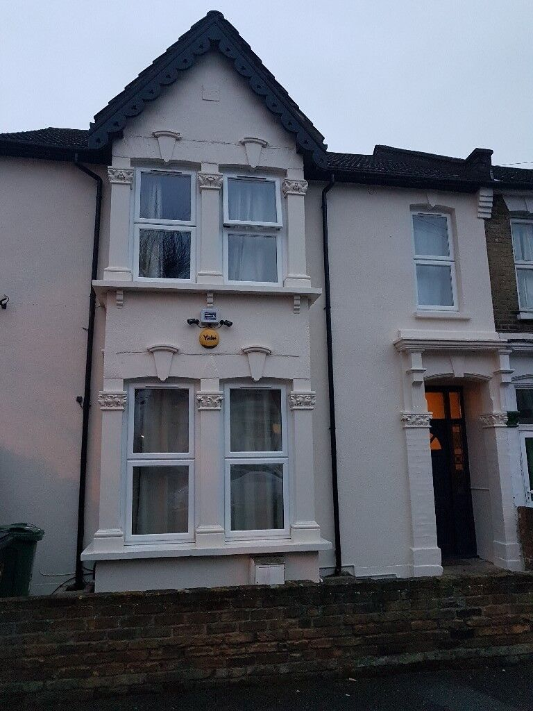 VERY LARGE ROOM IN A BEAUTIFUL HOUSE CLOSE TO STATION - ALL INCLUSIVE
