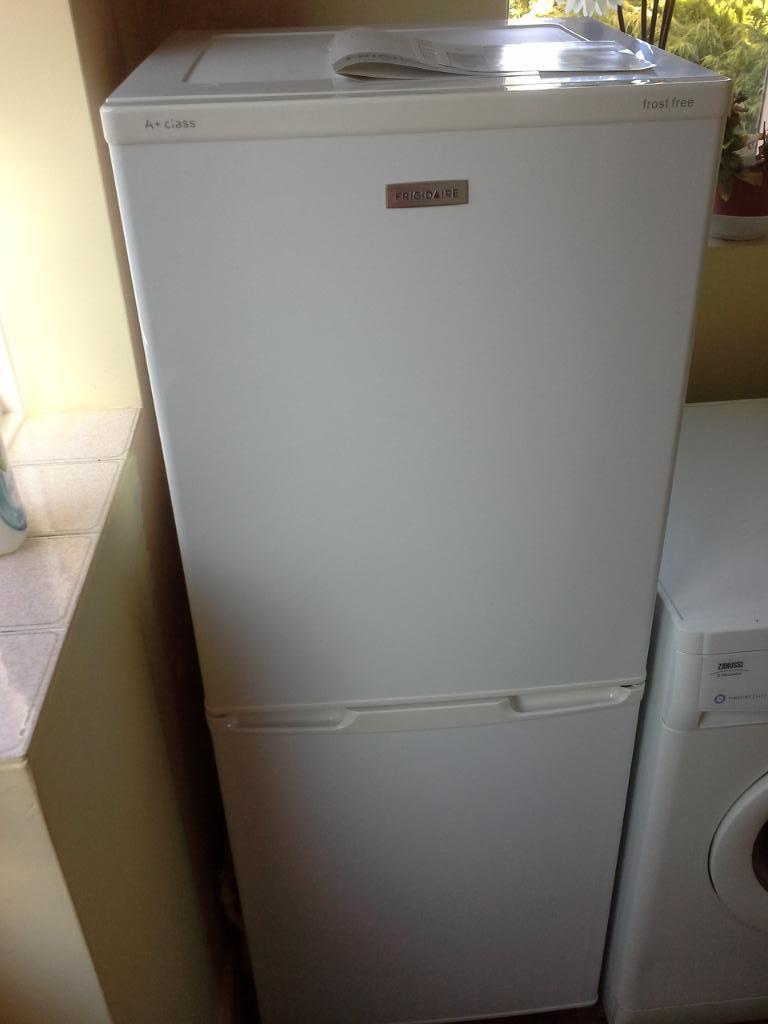 frigidaire frost free fridgefreezer in langport somerset gumtree. Black Bedroom Furniture Sets. Home Design Ideas