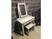 Dressing table sets with chair