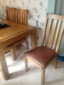 £300 ono!! Solid real oak extending table, 6 chairs!