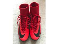 Football boots trainers size 8,5