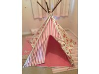 Pink Floral Wigwam in excellent condition