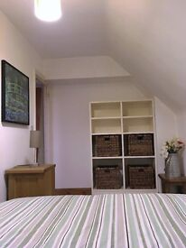 Small Dbl room to let in period shared cottage in village close to Witney wifi kitchen bathroom £100