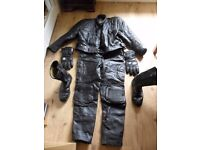 Motor cycle Leathers Jacket 42-44 Chest Trousers (40 Waist) Boots 9 Gloves Lge Black