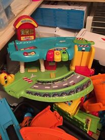 VTECH Toot Toot Garage/road, railway/track and vehicles