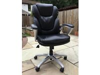 Staples – Manager EZ Chair.