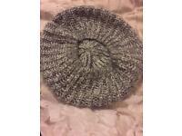 Female grey/silver beret
