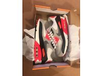 Nike Air Max Trainers unisex size 6. Like New.
