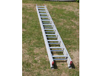 Pair of extending ladders