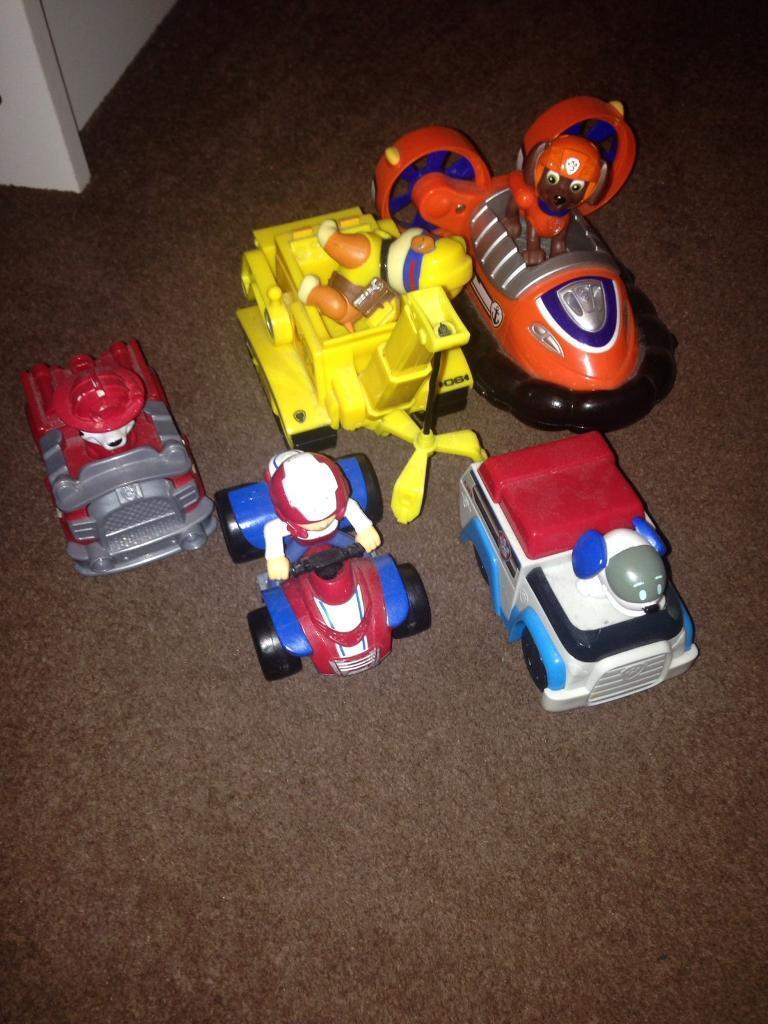 Paw patrol vehicles and characters