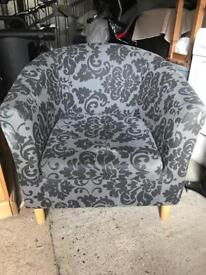 Beautiful Floral Grey & Black Chair Single