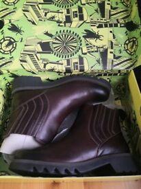 Women's fly London Chelsea Boots