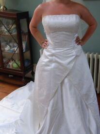 Phil Collins designer beautiful Swarovski wedding gown