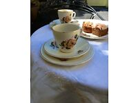 Pretty Vintage Teaset; 4 matching cups and saucers and 6 matching tea plates