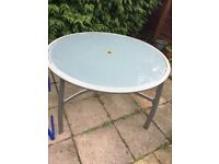 Garden Table, round glass top