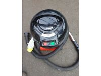Henry numatic 110 volts vacuum cleaner hose and brush