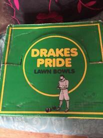 Drakes Pride Lawn Bowls and bowls Bag.