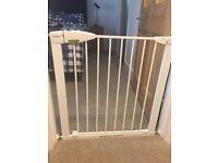 Lindam baby safety gate