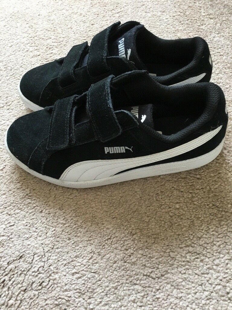 Childrens Puma black and white trainers. Size 1.5  905fa7be329d