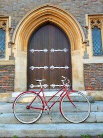 Beautiful ladies vintage city road bike. Great working condition.