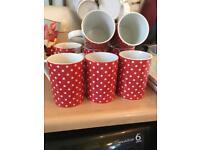8 spotty mugs