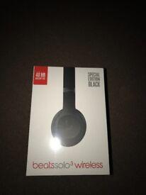 Beats solo 3 wireless headphones- special edition black