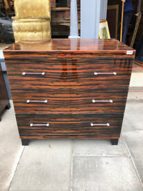 Modern Chest of Drawers , good quality and condition. With 3 drawers . Size L 32in D 20in H 31in.
