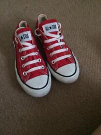 Good condition size 4 converse
