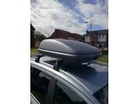 Halfords 420L roof box, roof bars, foot pack & fitting kit.