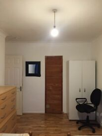 ROOMSHARE AVAILABLE NOW IN ROEHAMPTON 80£PW INCLUDING ALL THE BILLS