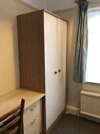 ***** LARGE SINGLE ROOM IN FINCHLEY CENTRAL TO RENT-JUST DECORATED -AVAILABLE NOW!!!!******